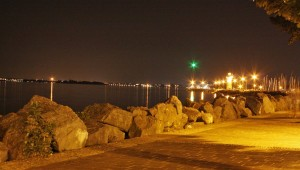 Lungolago by night